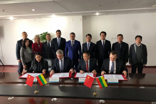 Cahirman-&-CEO-of-AviaAM-Leasing-Tadas-Goberis,-Cahirman-of-AviaAM-Financial-Leasing-China-Liu-Xia-participates-at-the-MOU-signing-ceremony-