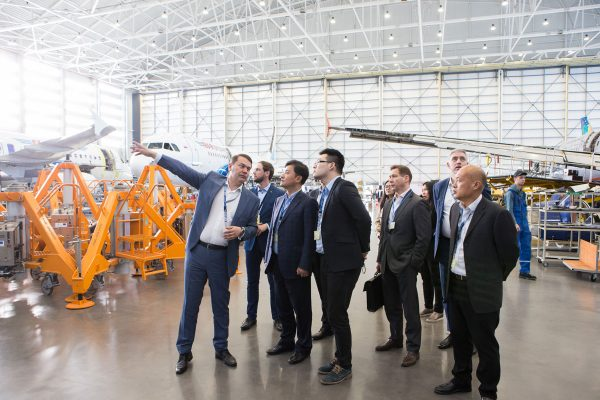 Chinese-officials-at-FL-Technics-hangar