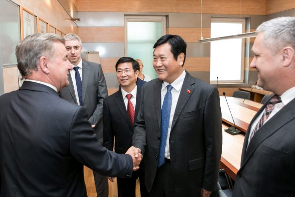 partnership-with-henan-civil-aviation-development09