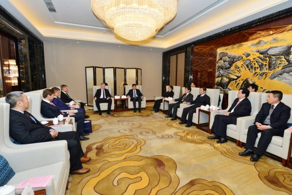 vice-governor-zhao-jiancai-meeting-the-delagation-of-aviaam-leasing-2016-01-05